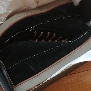 NEW! Eddie Bauer Chukka Boots - size 10